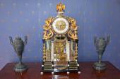 Antique table clock adorned with gold — Stock Photo