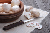 Champignons in a ceramic plate on old wood table — Stock Photo