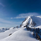 Hut Cosmiques in Chamonix with Mont Blanc du Tacul in the background — Stock Photo