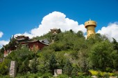 SHANGRILA, CHINA - Jul 29 2014: Shangrila Old town. a famous landmark in the Ancient city of Shangrila, Yunnan, China. — Stock Photo