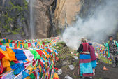YUBENG, CHINA - Aug 10 2014: Prayer flag at Yubeng Village. a famous landmark in the Tibetan village of Deqin, Yunnan, China. — Stockfoto