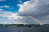 YUNNAN, CHINA - SEP 10 2014: Rainbow at Lugu Lake. a famous landscape in Lijiang, Yunnan, China. — Φωτογραφία Αρχείου