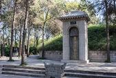 Luoyang, china - 13 de noviembre de 2014: tumba de bai juyi (772-846 d.c.) de china luoyang, henan,. fue un famoso poeta chino de la dinastía tang. — Foto de Stock