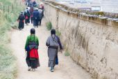 XIAHE, CHINA - SEP 27 2014: Pilgrim at Labrang Monastery. a famous Lamasery in Xiahe, Gansu, China. — Foto de Stock