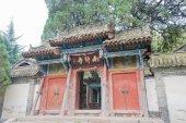TIANSHUI, CHINA - OCT 7 2014: Nanguo Monastery. a famous Monastery in Tianshui, Gansu, China. — Stock Photo
