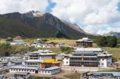 LANGMUSI, CHINA - SEP 25 2014: Kirti Gompa (Dacangnama Ge'erdisi) . a famous Lamasery in Langmusi, Sichuan, China. — Stock Photo