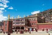 Sichuan, china - sep 19 2014: larung gar (larung vijf wetenschappen boeddhistische Academie). een beroemde Azië in seda, sichuan, china. — Stockfoto