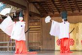 KYOTO, JAPAN - Jan 12 2015: Tradition folk Dance at a Yasaka-jinja Shrine. a famous shrine in the Ancient city of Kyoto, Japan. — Stock Photo