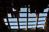 Daños en el tejado — Foto de Stock