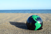Globe Earth on the Beach — Stock fotografie