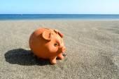 Myntet Bank på Sand — Stockfoto