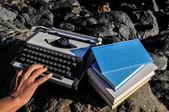 Vintage svart och vitt resa skrivmaskin — Stockfoto