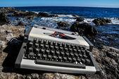 Máquina de escribir de viajes Vintage blanco y negro — Foto de Stock