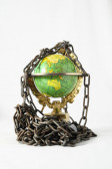 Earth globe close in chain. 3d... — Stock fotografie