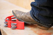 Men's leather shoes do rhythm tamborine — Stock Photo