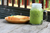 Yeşil çay ve süt — Stok fotoğraf