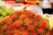 Sweet fruits rambutan — Stock Photo