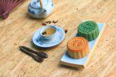 Festival moon cake and hot tea - Chinese cake — Stock Photo