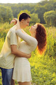 Couple of young lovers  hugging in the field — Stockfoto