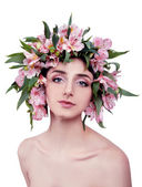 Young woman wearing pink flowers on her head — Stockfoto