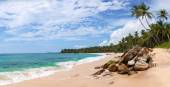 Panorama of beautiful tropical beach in Sri Lanka, Asia — Stock Photo