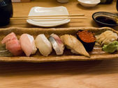 Platter of various nigiri and gunkan sushi — Stock Photo