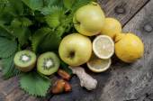 Mixed fruit and nettles for a refreshing and detoxifying smoothi — Stock Photo
