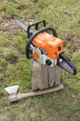 Saw and ax — Stockfoto