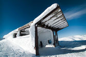 The building of the ski lift in the snow — Stock Photo