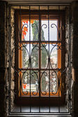 Window behind the beautiful carved lattice — Stock Photo
