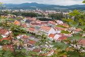 Pohled shora na střechách a ulic města Trenčín v S — Stock fotografie