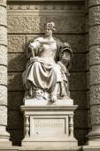 Stone sculpture of a woman in the the center of Vienna, Austria — 图库照片