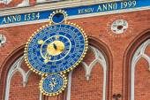 Astronomical clock on the tower of the House of Blackheads in Ri — Stock Photo