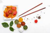 Espaguetis y especias. — Foto de Stock
