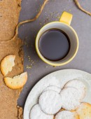 Coffee drink and biscuit on stone background. — Stock Photo