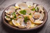 Fresh Cockle clams (Venus, Meretrix) with wine sauce. Portuguese — Stock Photo
