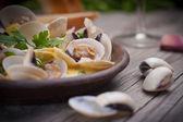 Fresh Cockle clams (Venus, Meretrix) with wine sauce. Portuguese — Stock Photo