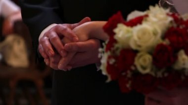Male and female hands clasp in a wedding ceremony — Stock Video