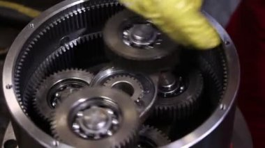 Heavy industry - Electric motor assembling, how it made. A motor that converts electricity to mechanical work — Stock Video