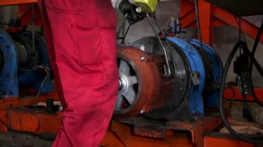 Heavy industry - testing motors — Vídeo de stock