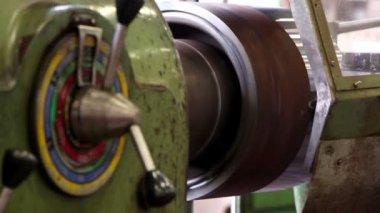 Heavy industry - Mechanical treatment, lathe machine — Stockvideo