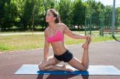 Woman practices pilates — Foto de Stock