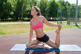 Woman practices pilates — Zdjęcie stockowe