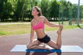 Woman practices pilates — Stock Photo
