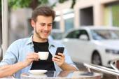 Man using a smart phone in a coffee shop — Stock Photo