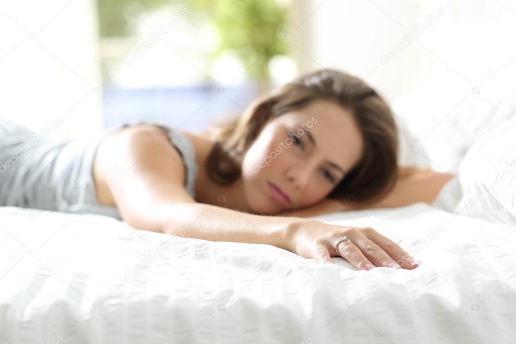 На кровати с подружкой 1 фотография