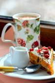 Marshmallow coffee and carrot cake — Stock Photo