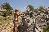 Girl posing in nature — Stock Photo