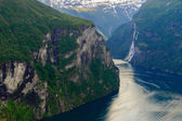 Turn of Geirangerfjord near craggy rocks — Stock Photo