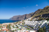 Afternoon landscape of Los Gigantes resort city, Tenerife, Canar — Stock Photo